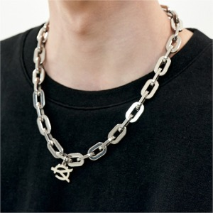 CHAIN LINK LOGO NECKLACE